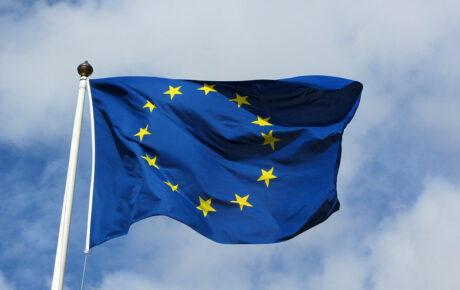 Taiteilijoille tärkeä tekijänoikeusdirektiivi tuo muutoksia myös Suomen tekijänoikeuslakiin