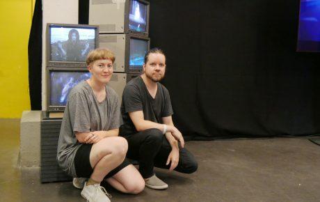 """Sami Sänpäkkilä ja Anna-Mari Nousiainen tekivät Flow Festivalille videotaidetta """"köppäisesti Hollywood-stunt-meiningillä"""""""