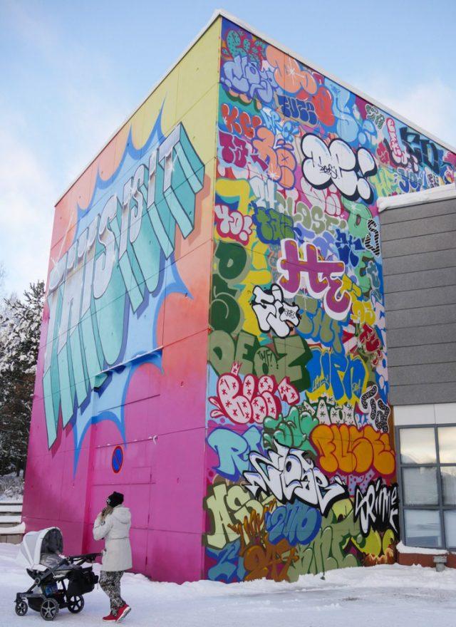 Hende & Deos ensemblen This is it -teos on Artsin ulkoseinässä. teosta maalasi yhteensä kahdeksan graffititaiteilijaa.