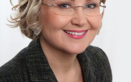 Kansanedustaja Eeva-Johanna Eloranta kannattaa Suomeen näyttelypalkkiota
