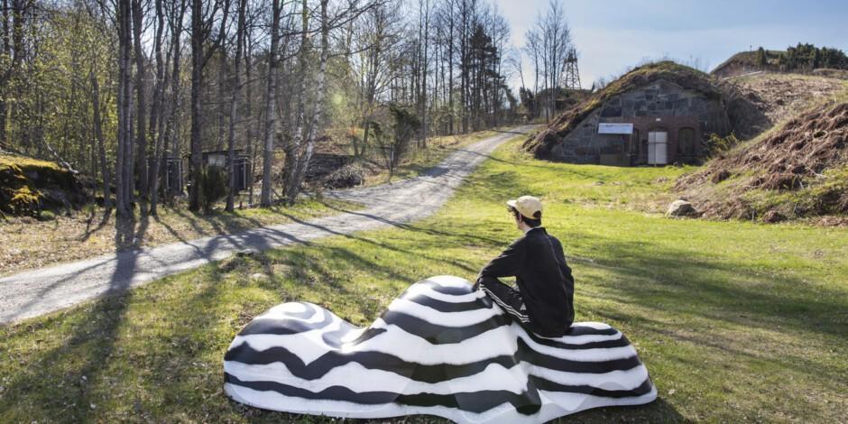 Helsinki Biennaalin taiteilijat tuovat Vallisaareen maailman pienoiskoossa