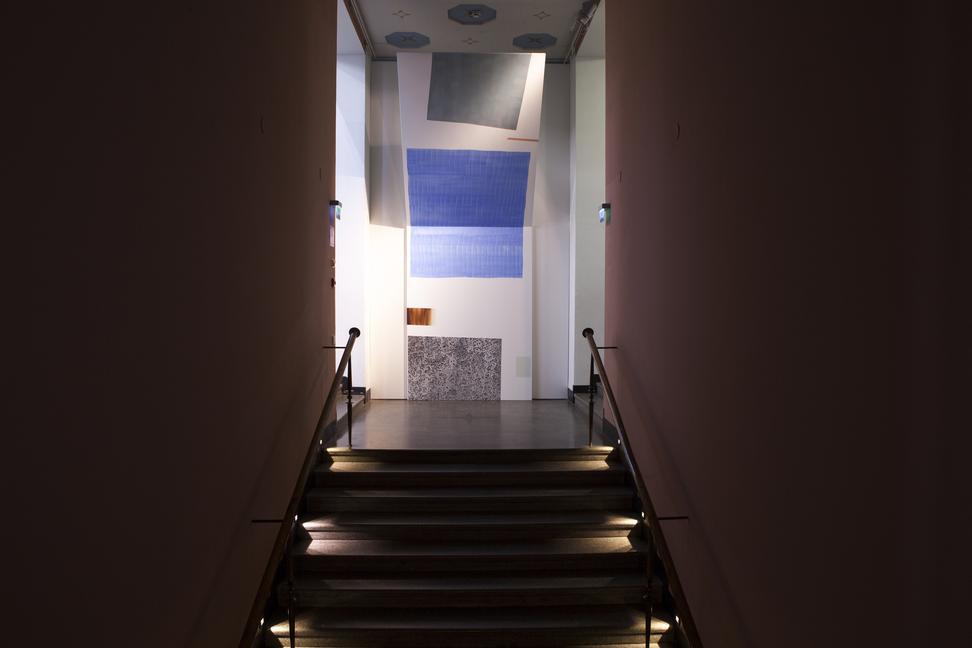 Rappukäytävä, seinä missä on maalaus