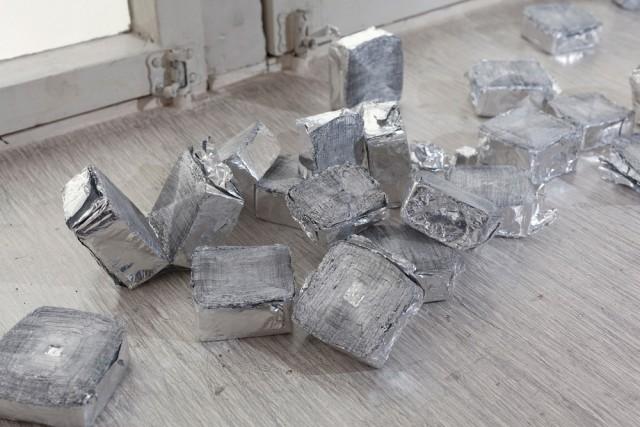 Alku / Beginning, alumiini ja lyijykynä, 2013, (yksityiskohta) Kuva: Jouko Vatanen