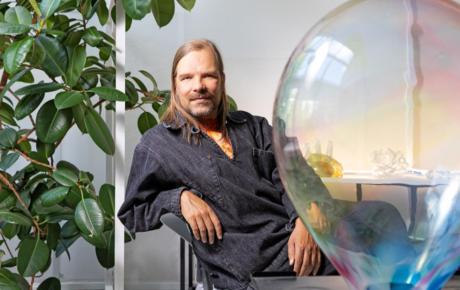 AVEK-palkinnon saa taiteilija Tuomas A. Laitinen