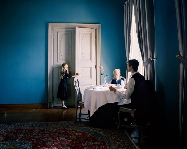 Erica Nyholm, Menetys (2014, pigmenttimustevedos, 110 x 140 cm)