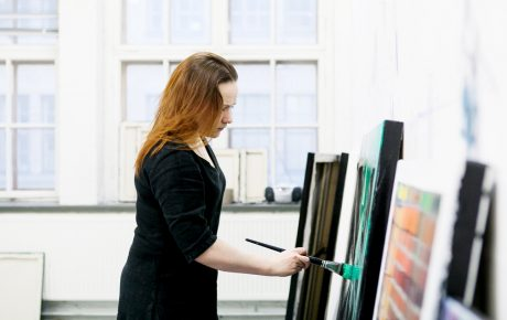 Taidemaalari Tiina Pyykkinen on Vuoden nuori taiteilija 2017