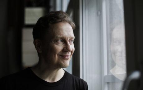 Teemu Mäki jatkaa Suomen Taiteilijaseuran puheenjohtajana
