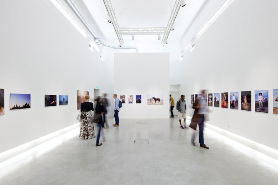 Valokuvagalleria Hippolyte on asettanut tavoitteekseen, että näyttelyn pitäminen olisi taiteilijalle ilmaista viiden vuoden kuluttua. Jos uudistus onnistuu, galleria myös maksaisi taiteilijalle korvauksen näyttelystä. Kuva: Marja Helander.