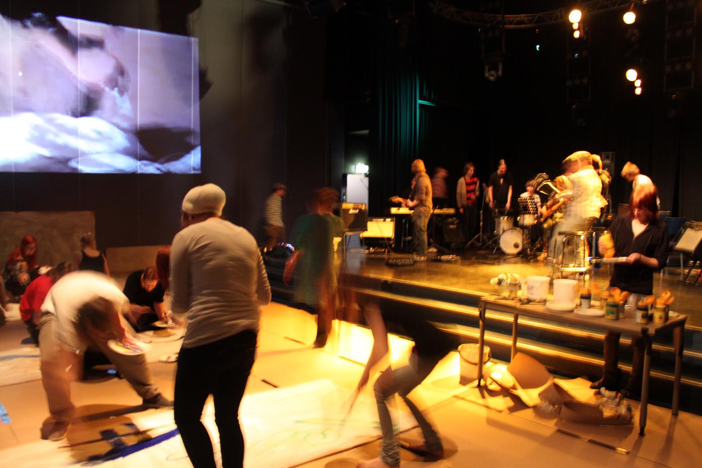 Torniossa toukokuussa 2012 pidetyt Taidebileet innostivat, inspiroivat ja kannustivat luovaan toimintaan. (Kuvaaja: Henri Hagman)