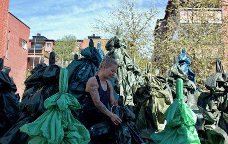 Havumetsä Malminkartanon aukiolla – Liikkuvat julkisen taiteen teokset levittäytyvät Helsinkiin