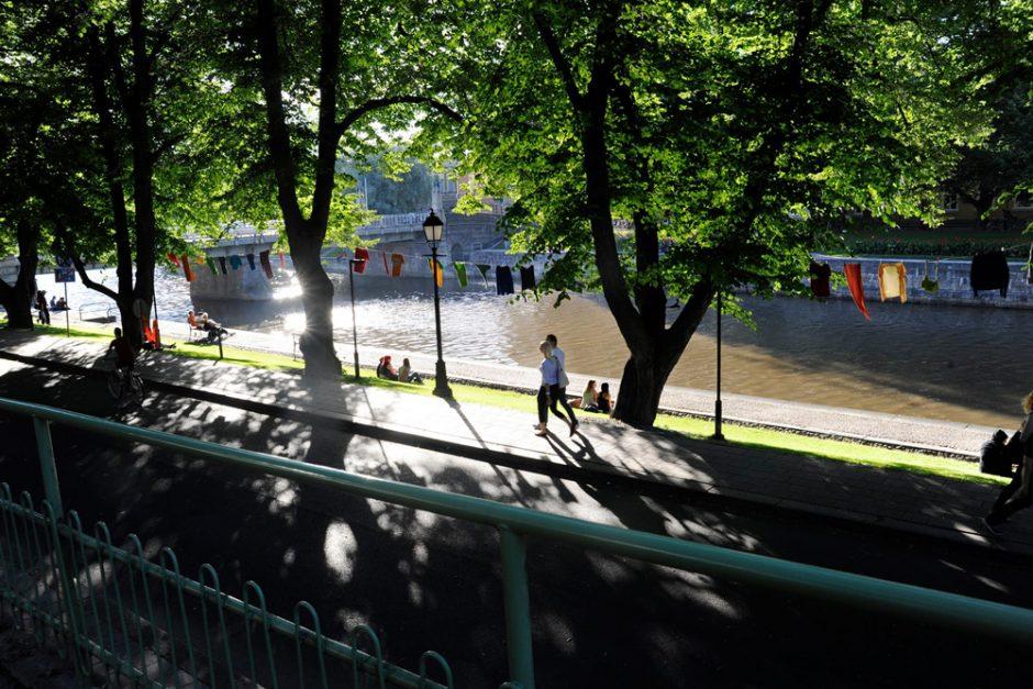 Pyykkinaru-yhteisötaideteos. Kuva Turku Pridesta 2015. Tekijä ja kuvaaja: Heidi Lunabba.