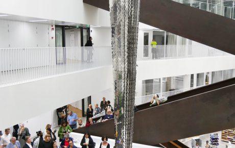 Aalto-yliopiston uudisrakennuksen taide puhuu tasa-arvon puolesta